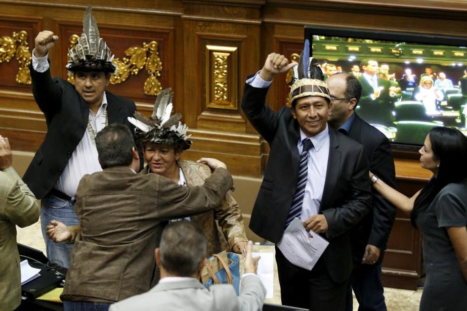 Trois députés anti-chavistes ont été assermentés mercredi, à... (Photo Marco Bello, Reuters)