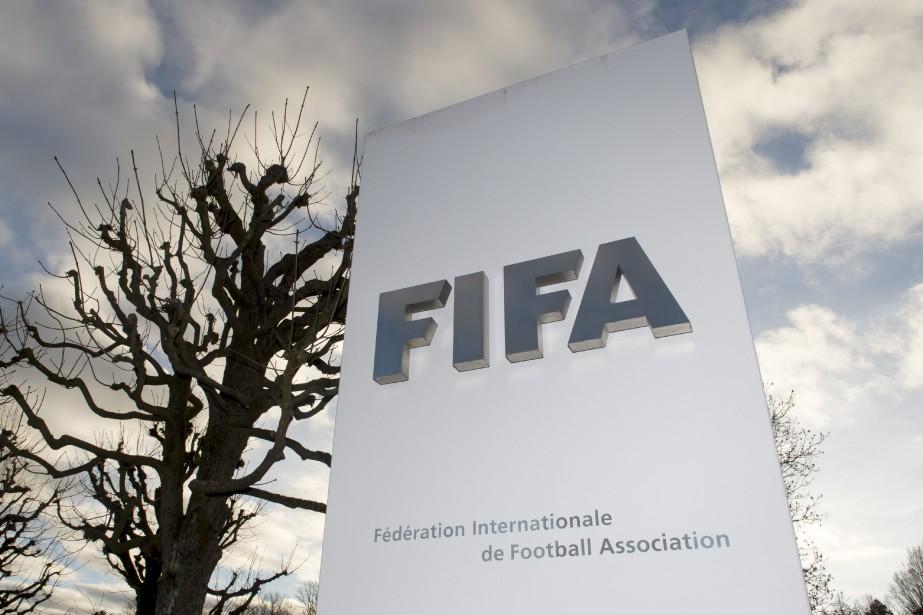 La FIFA contrôle la moitié des huit sièges... (Photo Walter Bieri, AP)
