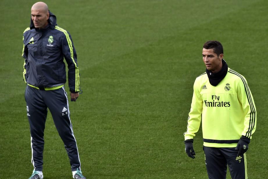 Zinédine Zidane etCristiano Ronaldo... (PHOTO GERARD JULIEN, AFP)