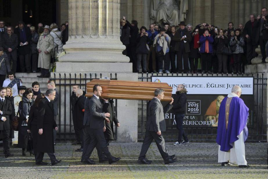 De nombreuses personnalités dont Catherine Deneuve, Alain Souchon... (PHOTO AFP)
