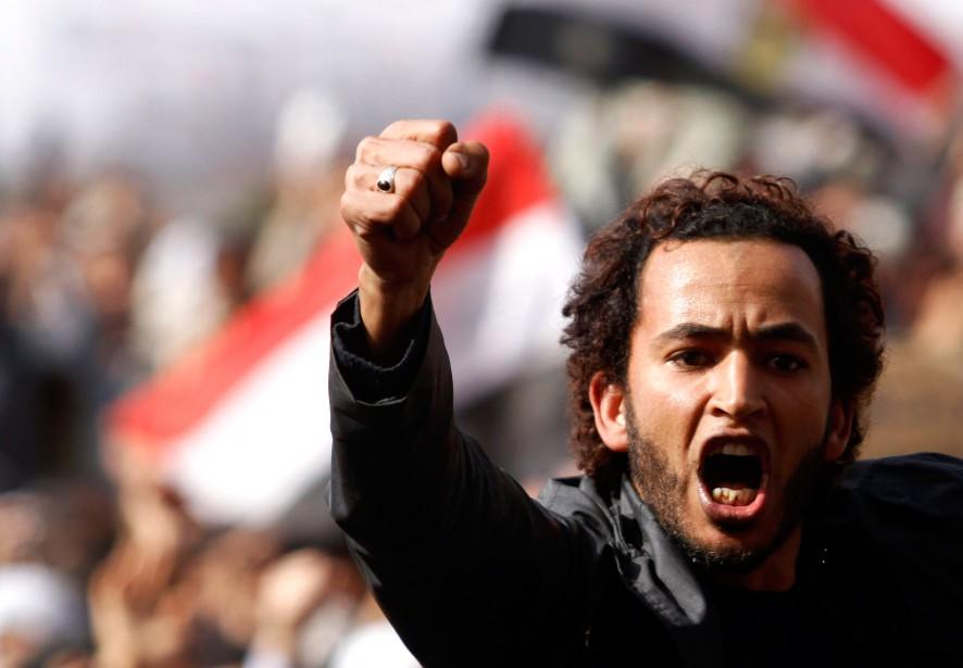 Un militant anti-Moubarak sur la place Tahrir, en... (PHOTO MOHAMED ABD EL-GHANY, ARCHIVES REUTERS)