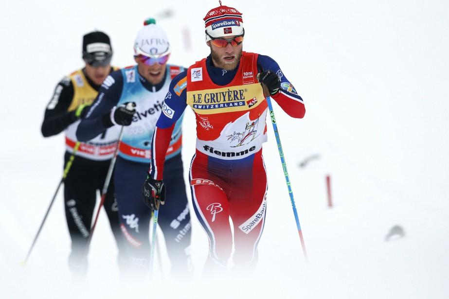 Johnsrud Sundby porte le maillot rouge du leader.... (Photo Alessandro Garofalo, Reuters)