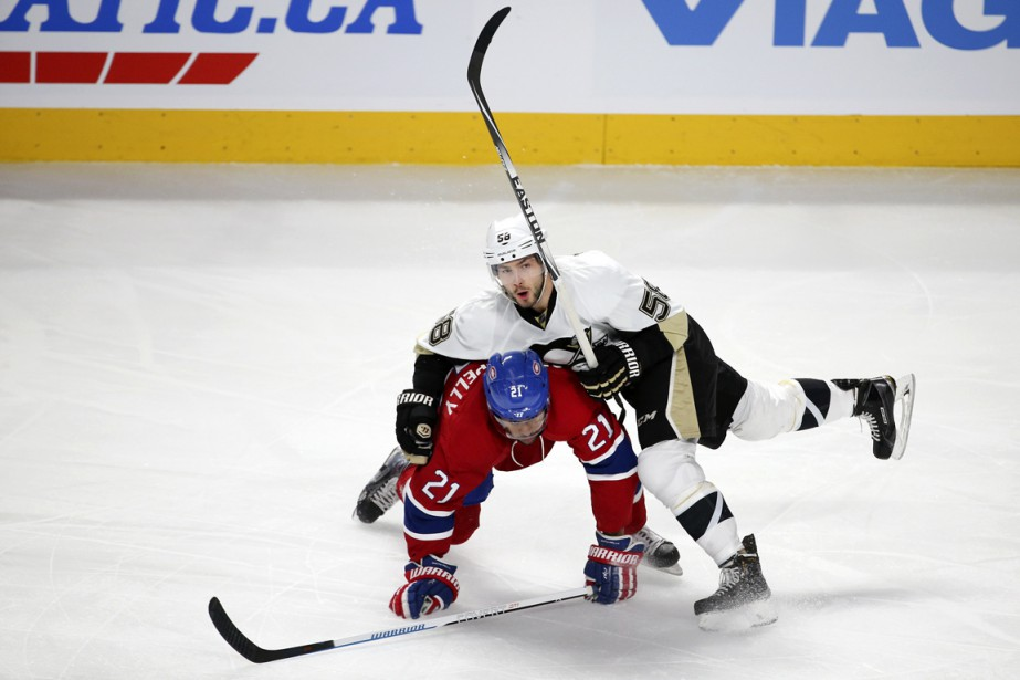 Devante Smith-Pelly et Kristopher Letang (Photo Robert Skinner, La Presse)