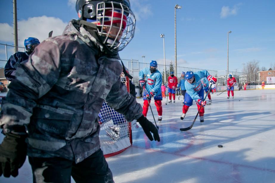 La patinoire extérieure du quartier Laval-des-Rapides représente un... (PHOTO DAVID BOILY, LA PRESSE)