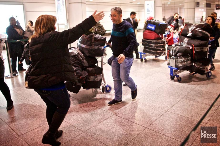 Un groupe réfugiés syriens sont accueillis par des... (PHOTO ANDRÉ PICHETTE, ARCHIVES LA PRESSE)