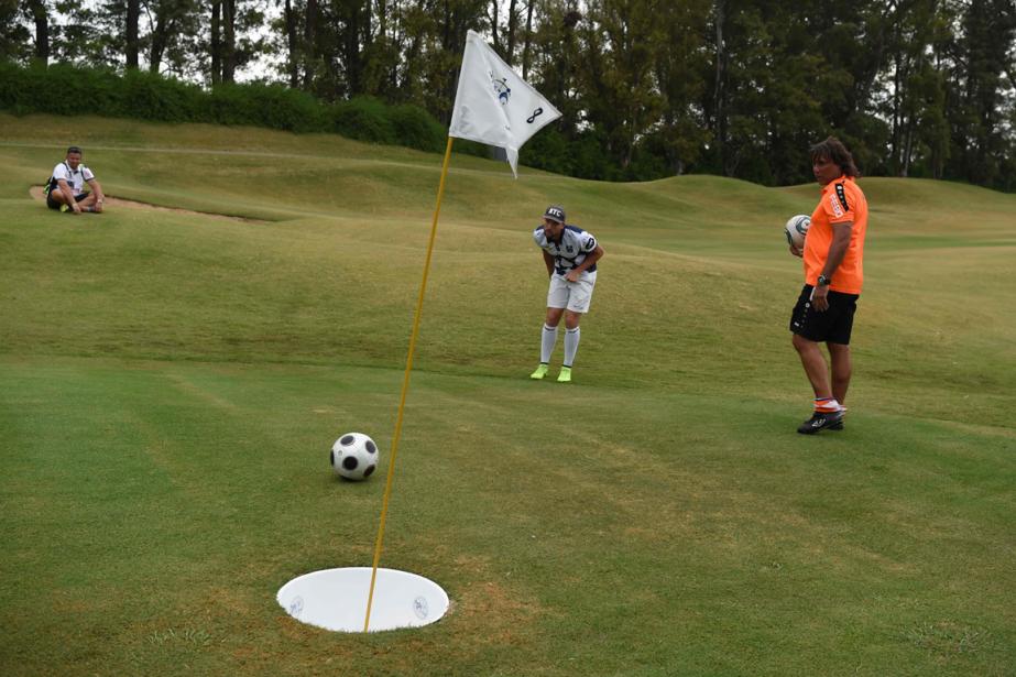 Les règles du footgolf sont celles du golf,... (Photo Eitan Abramovich, AFP)