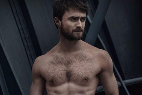 L'acteur britannique Daniel Radcliffe a dévoilé ses abdos... (PHOTO TIRÉE DU COMPTE TWITTER VANITY FAIR ITALY)