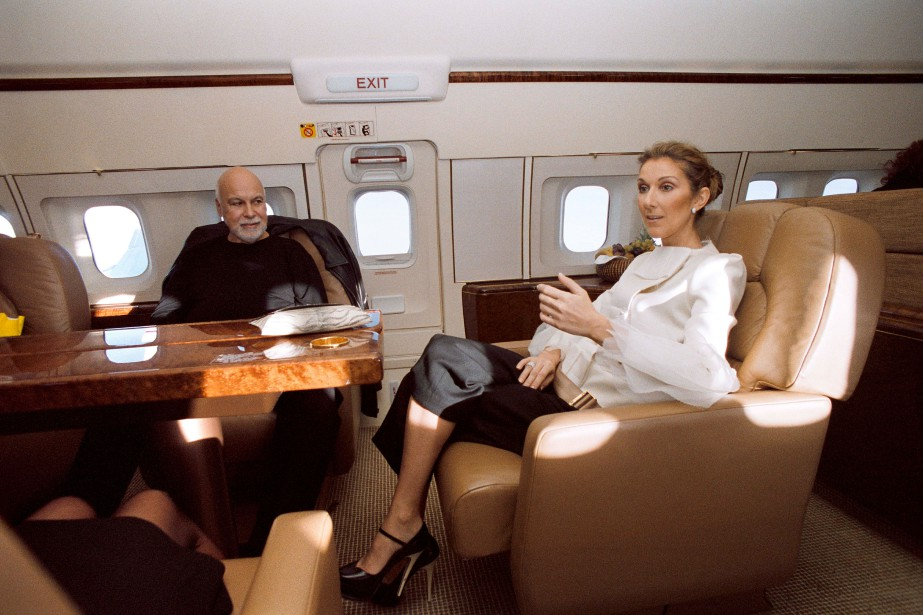 René Angélil et Céline Dion dans l'avion qui les amène aux World Music Awards à Monaco en novembre 2007. (PHOTO ARCHIVES LA PRESSE)