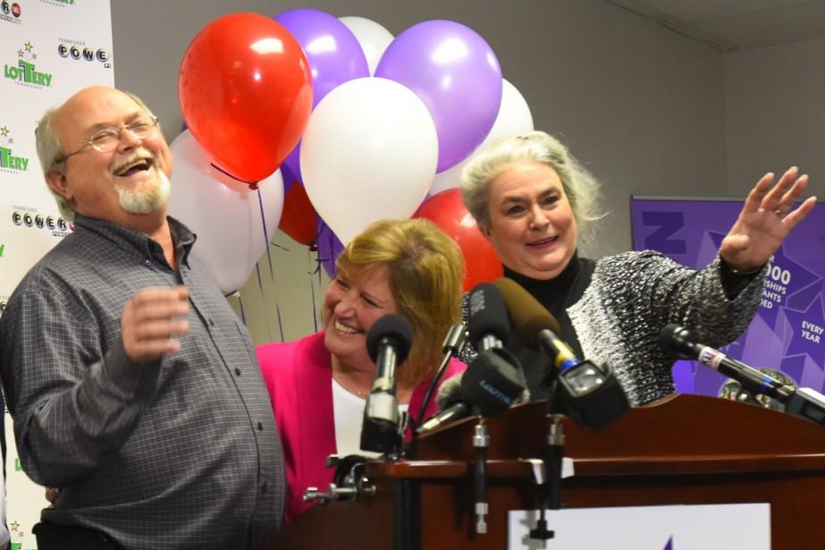 Lisa (en rose) et John Robinson lors de... (Photo Harrison McClary, Reuters)