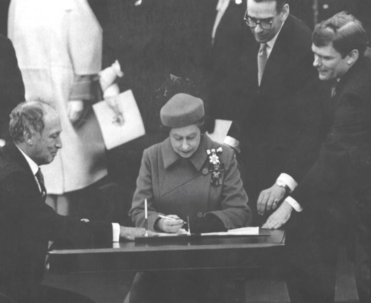 Trudeau et la reine (Archives Le Soleil)