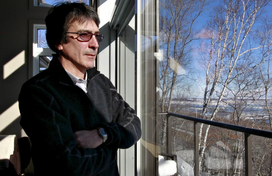 Cette maison de style condo dans un jumelé du Domaine de la falaise est à vendre 450 000 $ plus taxes. Le courtier Jean Dubuc la vante avant tout pour sa vue sur le fleuve. (Le Soleil, Pascal Ratthé)