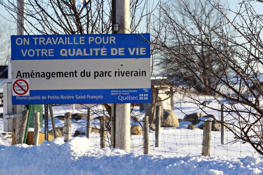 Pancarte de la Ville annonçant l'aménagement d'un parc riverain (Le Soleil, Pascal Ratthé)