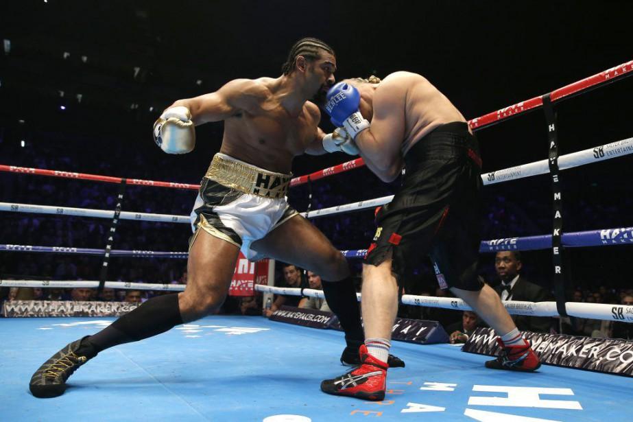 L'arbitre a arrêté le combat alors qu'il restait... (Photo Andrew Couldridge, Reuters)