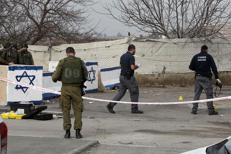 Un grand nombre des attentats au couteau, commis... (PHOTO AFP)