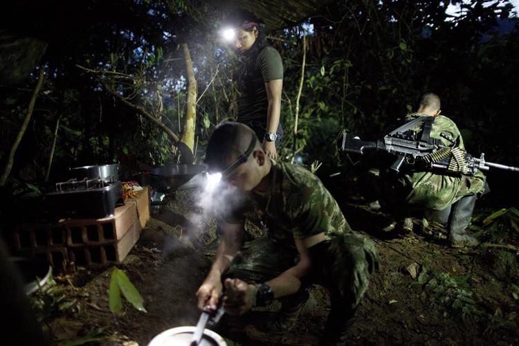 Les FARC, plus ancienne guérilla de Colombie issue... (PHOTO AP)