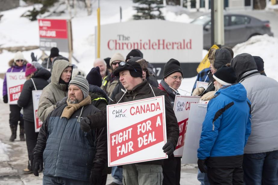 Les employés étaient vêtus de tuques et de... (PHOTO Darren Calabrese, LA PRESSE CANADIENNE)