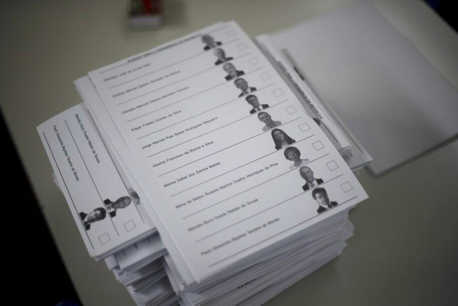 Les photos des candidats apparaissent sur les bulletins... (PHOTO RAFAEL MARCHANTE, REUTERS)