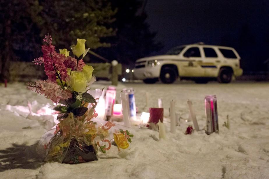 Un mémorial installé près de l'école de La... (La Presse Canadienne, Jason Franson)