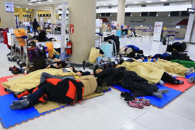 L'aéroport international de Jeju demeurera fermé lundi, au... (PHOTO AFP)