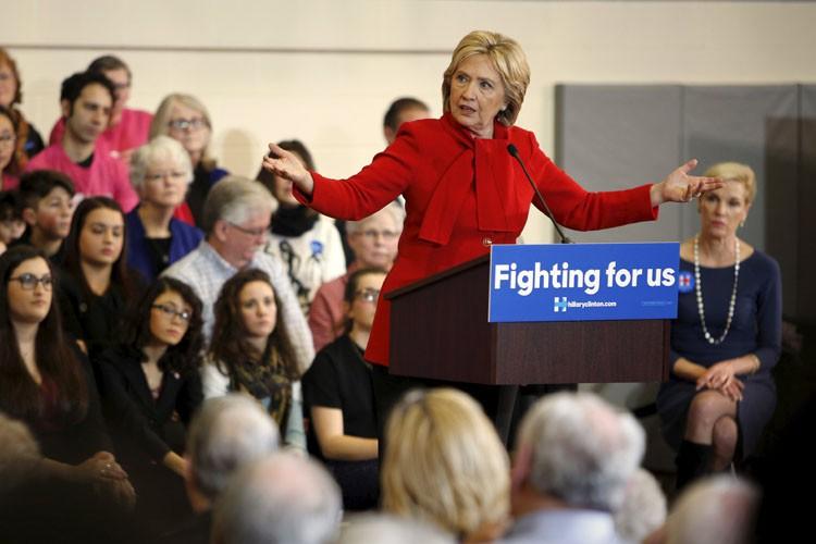 Hillary Clinton se trouvait dimanche dans le gymnase... (PHOTO REUTERS)