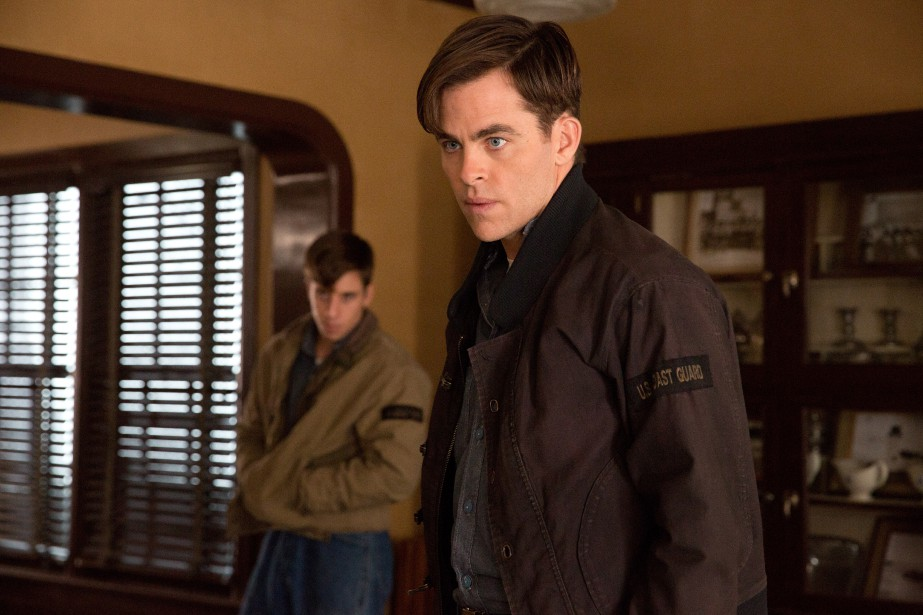 Dans The Finest Hours, Chris Pine devient Bernie Webber,... (PHOTO FOURNIE PAR DISNEY)