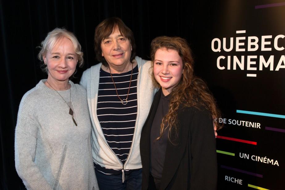 La réalisatrice Léa Pool, entourée de deux comédiennes... (PHOTO ROBERT SKINNER, LA PRESSE)