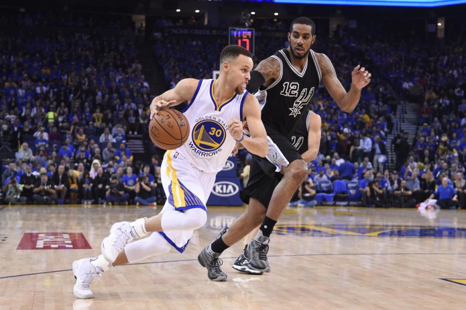 Stephen Curry (à gauche) a inscrit 37 points... (Photo Kyle Terada, USA Today)