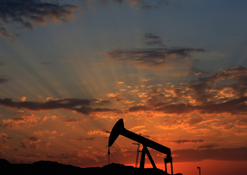 L'effondrement du prix du pétrole est un des... (Photo Hasan Jamali, archives ASSOCIATED PRESS)