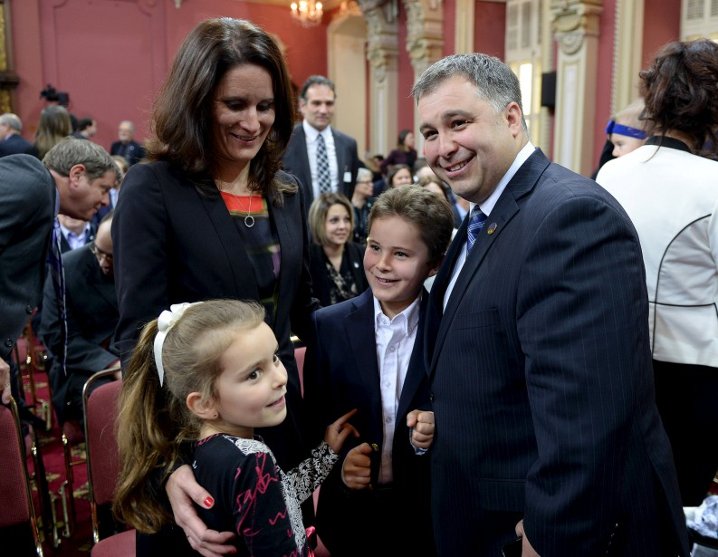 Le nouveau ministre de la Famille Sébastien Proulx et sa petite famille (Le Soleil, Erick Labbé)