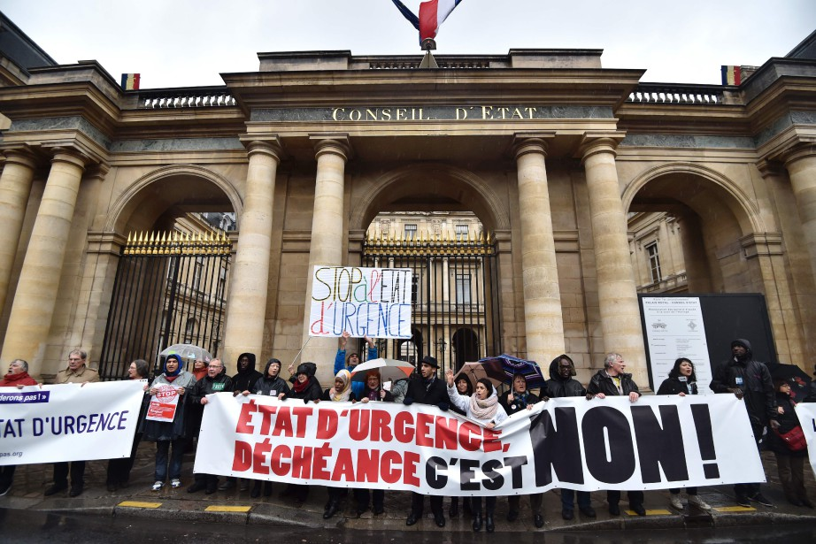 L'état d'urgence a été instauré après les attentats... (PHOTO ALAIN JOCARD, AGENCE FRANCE-PRESSE)