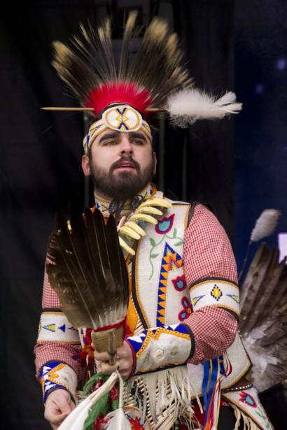 Des démonstrations de danses autochtones ont eu lieu au parc de la Confédération. (Martin Roy, LeDroit)