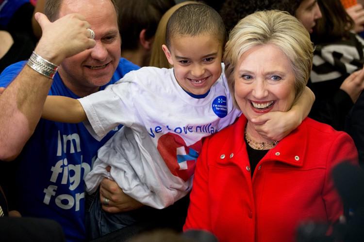 Hillary Clintonexhorte les démocrates à choisir l'expérience plutôt... (PHOTO AP)