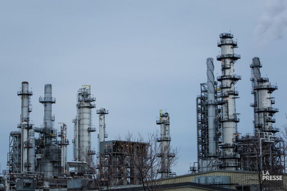 Pour le moment, les raffineries de Suncor, dans... (PHOTO EDOUARD PLANTE-FRÉCHETTE, ARCHIVES LA PRESSE)