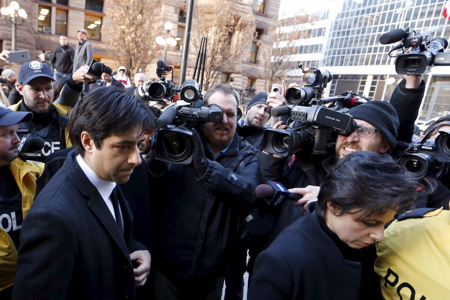 Jian Ghomeshi à sa sortie du tribunal, à... (PHOTO REUTERS)