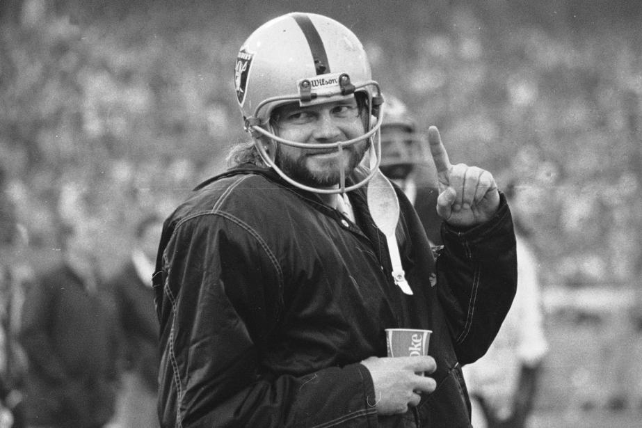 Le quart-arrière des Raiders d'Oakland Ken Stabler en... (Photo AP)