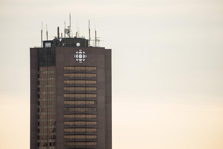 Radio-Canada, qui possède sept stations locales de télé... (PHOTO OLIVIER PONTBRIAND, LA PRESSE)