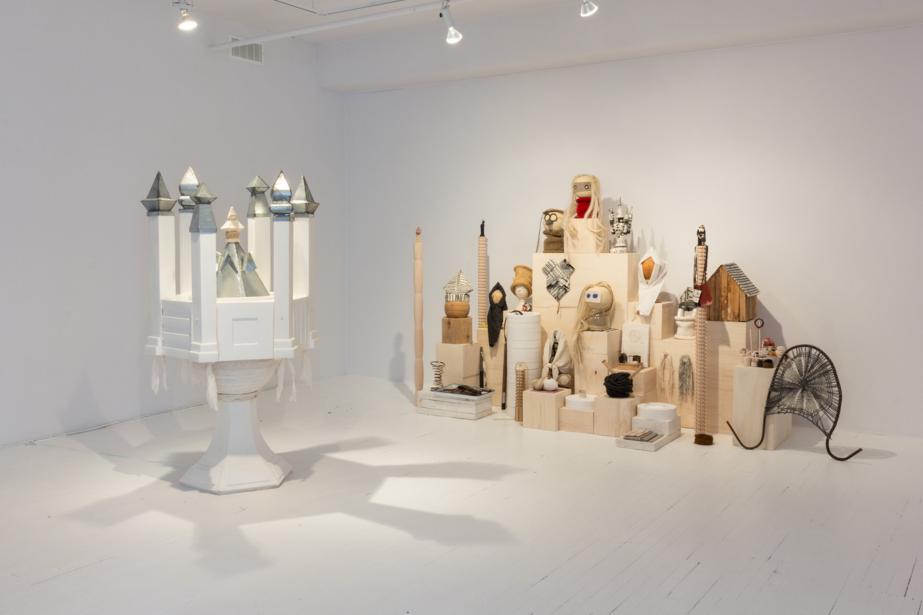 Les oeuvres Fontaine (à gauche) et Crèche (à... (PHOTO CAROLINE CLOUTIER, FOURNIE PAR CIRCA)