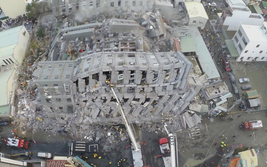 400 personnes auraient été blessées à travers la ville de Tainan, dont une soixantaine auraient été transportées à l'hôpital. (AP)