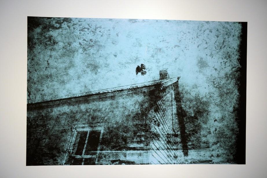 Carl Hurens expose au CNE trois séries de photos-montages. (Photo Le Progrès-Dimanche, Jeannot Lévesque)