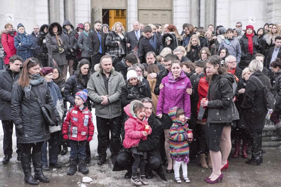 Après la cérémonie, l'émotion était grande pour les membres des familles des disparus. (AFP,  FLORENCE CASSISI)