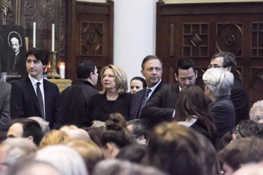 Le premier ministre canadien Justin Trudeau, la ministre Christine St-Pierre et le ministre Sam Hamad ont offert leurs condoléances aux familles des victimes. (AFP,  FLORENCE CASSISI)