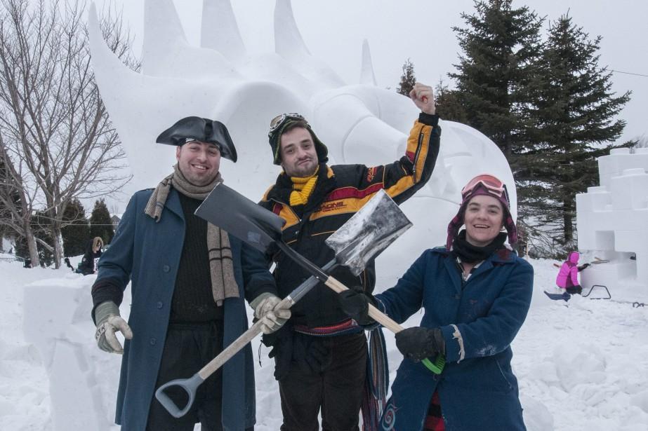 Les pirates de l'art, équipe composée de Maxime Ouellet, Pascal Belley et l'Abobinable Fanny Fay, proposent un éléphant clown des abysses du Fjord. (Photo Le Progrès-Dimanche, Michel Tremblay)