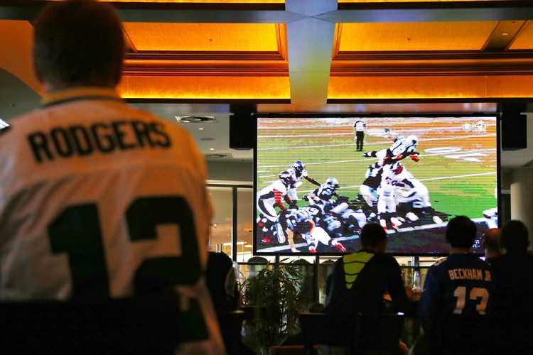Le cinquantième match du Super Bowl a été vu dimanche par... (PHOTO REUTERS)