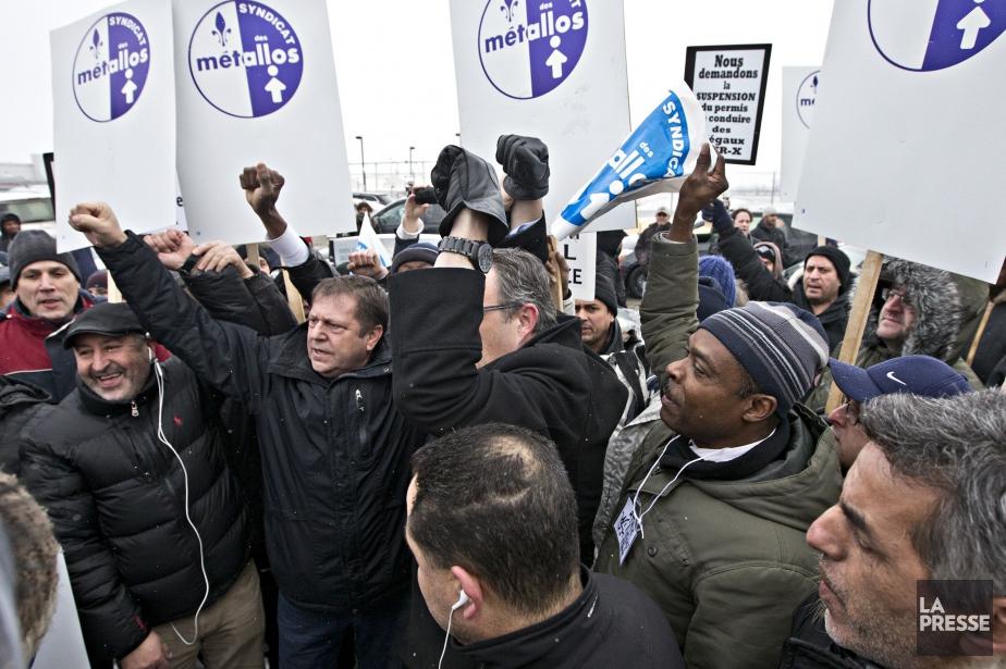 Des dizaines de manifestants se sont fait entendre... (PHOTO PATRICK SANFAÇON, LA PRESSE)