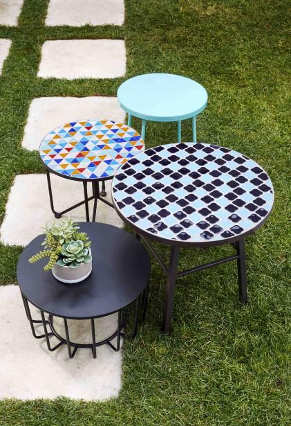 Le meilleur investissement, selon HomeSense, reste les petites tables d'appoint stylisées qui rehaussent aussi bien un décor intérieur qu'extérieur. (Photo fournie par HomeSense)