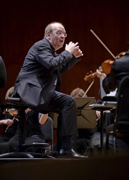 Bernard Labadie a dirigé assis parce ses jambes sont encore trop faibles pour le porter pendant toute la durée d'un concert. (Photo Le Soleil, Jean-Marie Villeneuve)