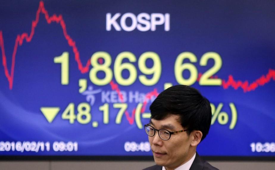 Les Bourses européennes et asiatiques ont toutes... (Photo Lee Jin-man, AP)