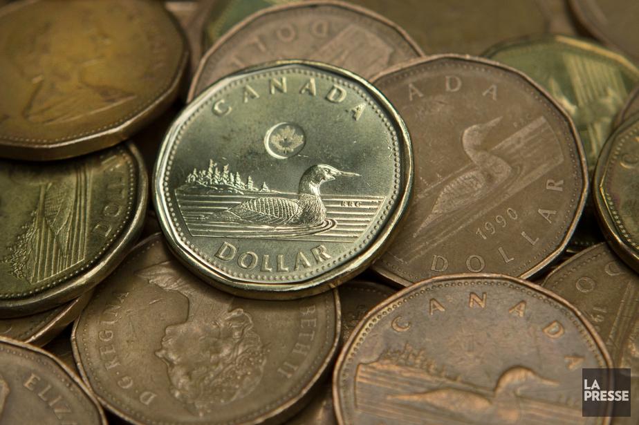 Le dollar canadien est bien installé au-dessusdu seuil... (PHOTO ROBERT SKINNER, archives LA PRESSE)