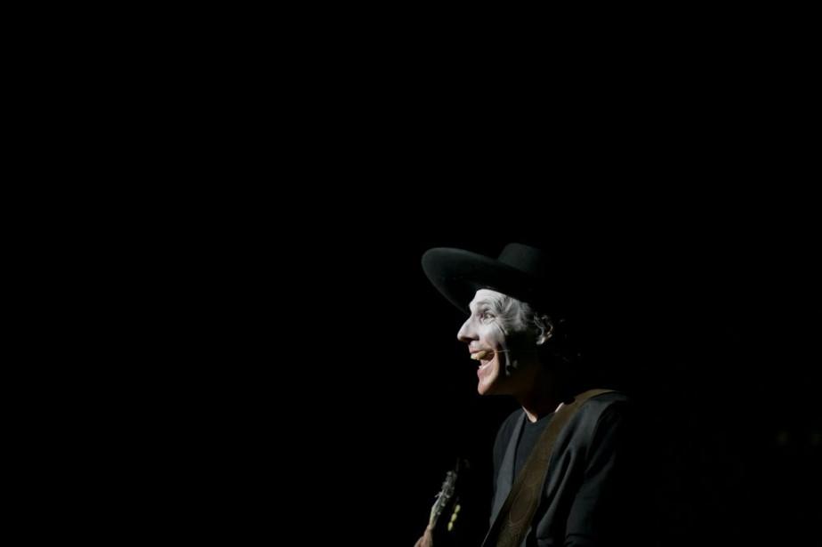 Jean Leloup a partagé son univers incomparable vendredi soir au Centre national des arts (CNA). (Martin Roy, LeDroit)