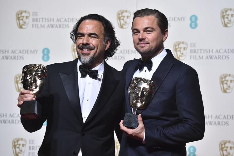 Alejandro G. Inarritu et Leonardo DiCaprio posent avec... (PHOTO AFP)